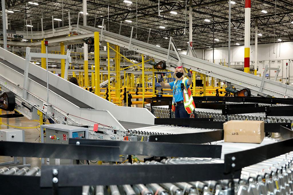 Amazon celebrates opening of new Henderson facility, Amazon